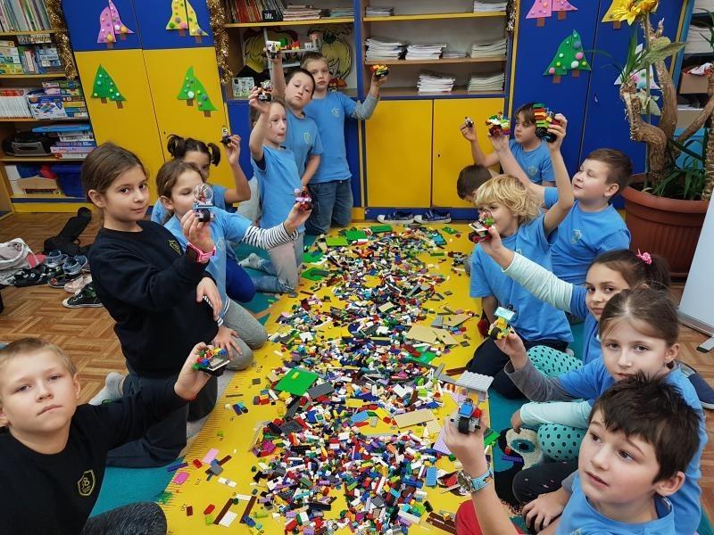 Zajęcia edukacyjne z klockami LEGO w klasie 3a